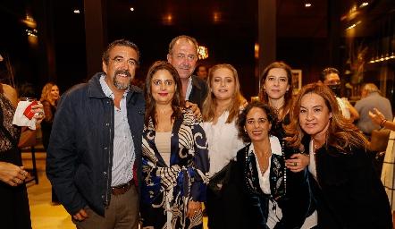 Gerardo Galván, Rocío Ortuño, Mauricio Quijano, Güera Gutiérrez, Natalia Ortuño, Daniela Calderón y Julieta Ortuño.