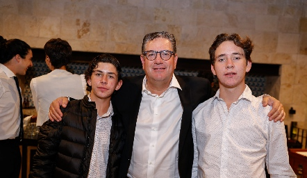 Jacobo Payán con sus hijos Diego y Jacobo.