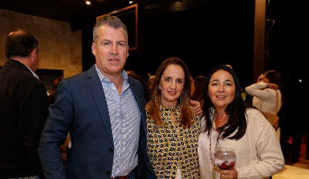 Alfonso Anaya, Montse Fonte y Claudia Álvarez.