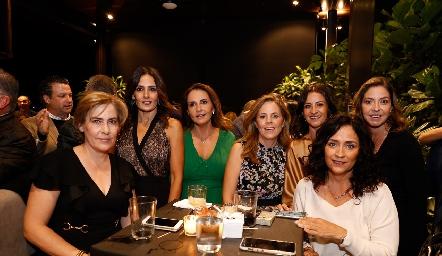 Lucrecia de Larrinua, Claudia Artolózaga, Cristina Villalobos, Paty Fernández, Mónica Galarza, Daniela Calderón y Vero Conde.