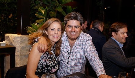 Paty Fernández y Paco Leos.