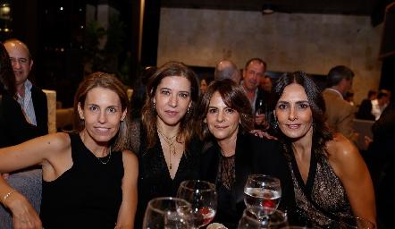 Alejandra Allende, Daniela Calderón, Vero Malo y Claudia Artolózaga.