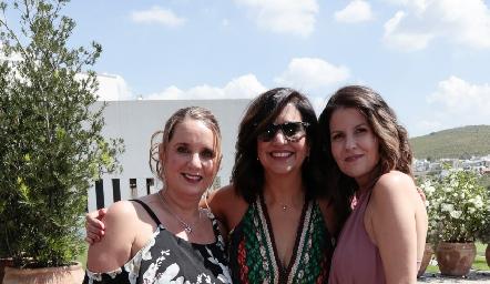 Adriana Alcalá, Karina Garrido y Karla Gómez.