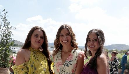 Marua Acabani, Romina David y Ximena Carlos.