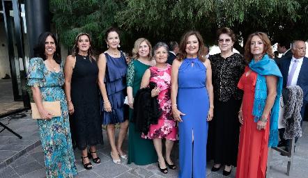 Paty Gómez de Villanueva, mamá de la novia con sus amigas.