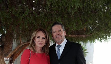 Lupita y Alejandro Santibáñez.