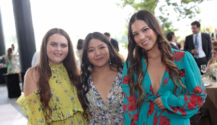 Maru Acabani, Ana Cifuentes y Renata Bustos.