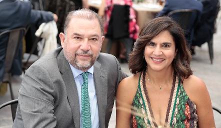 Julián y Karina Garrido.