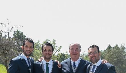 Samuel Romo de la Torre con sus hijos Alejandro, Samuel y Mauricio.