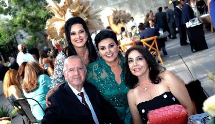 Ana Reyes, Raúl Romo, Diana Reyes de Romo e Irma Lara de Romo.