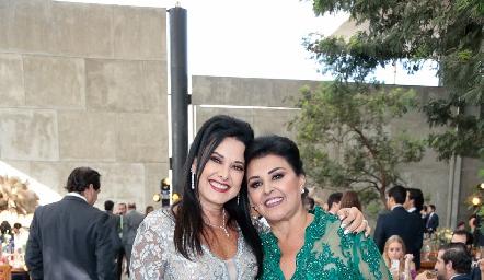 Ana y Diana Reyes.