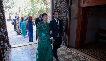 Diana Reyes de Romo con su hijo Samuel.
