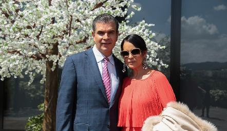 Javier Tobías y  Marily de Tobías.
