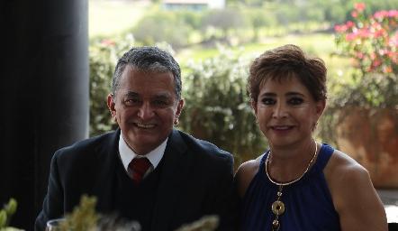 Manuel y Samira Romo.
