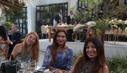 Flor Zarza, Paola Grimes y Gabriela Coulman.