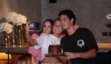 Lorena de la Garza, Isabela Galván y Roberto Silva.