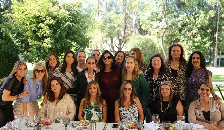 Cynthia con sus amigas de toda la vida.