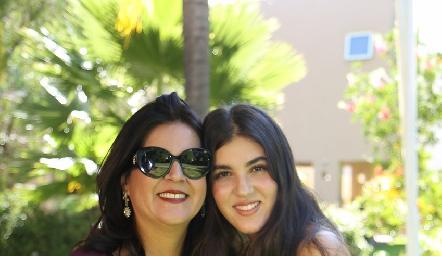 Cynthia Sánchez con su hija Natalia Gómez.