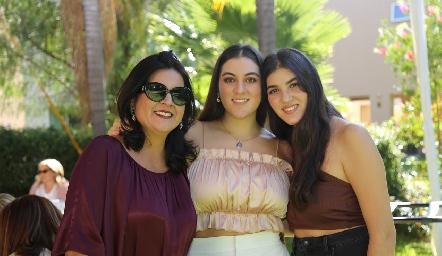 Cynthia Sánchez con sus hijas Mariana y Natalia Gómez.
