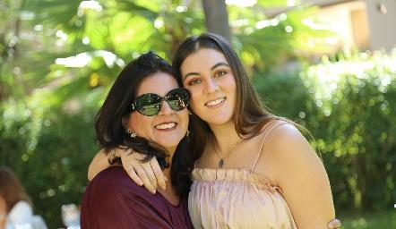 Cynthia Sánchez con su hija Mariana Gómez.