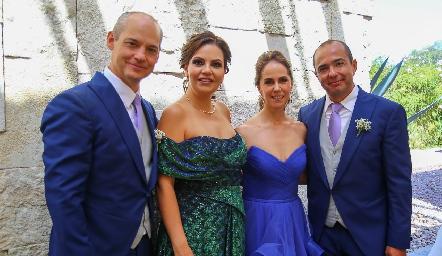 Los papás de los novios: Luis González, Kikis Fernández de González, Valeria Sutti de Herrera y Alejandro Herrera.