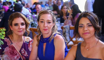 Alejandra Acebo, Maritere Meade y Marilupe Córdova.