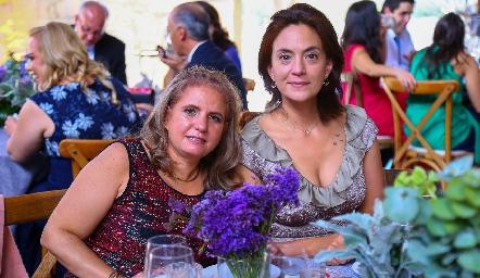 Adriana González y Patricia Macías.