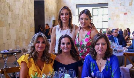 Betilú y  Odile Sánchez, Bertha Barragán, Gaby Villanueva y Marcela Milán.