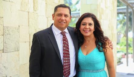 Manuel Martínez y Erika Flores.