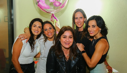 Dani, Michelle, Deyanira, Adri y Anilú.