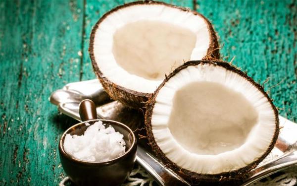El coco, un superalimento y aliado contra el cáncer, la hipertensión y la grasa abdominal