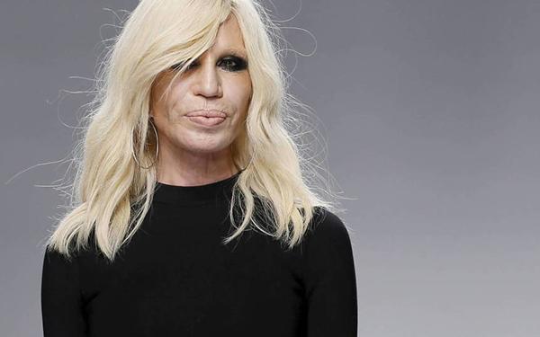 """20b46ab1b4 """"Es un momento muy emocionante para Versace"""" dijo Donatella. """"Han pasado  más de 20 años desde que tomé la compañía al lado de mi hermano Santo y mi  hija ..."""