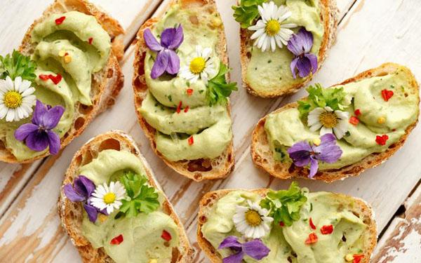 Las flores comestibles son la última moda gourmet: cómo sumarlas a tus platos