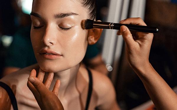 Draping: la técnica de maquillaje que estará de moda este año.