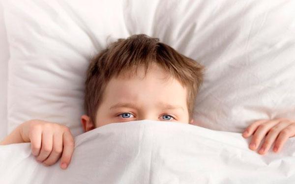 Razones por las que un niño debe dormir temprano, aunque sean vacaciones