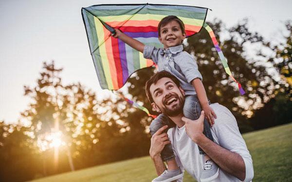 El cerebro del papá también cambia cuando cuida a un hijo, según estudio, y esto hace toda la diferencia
