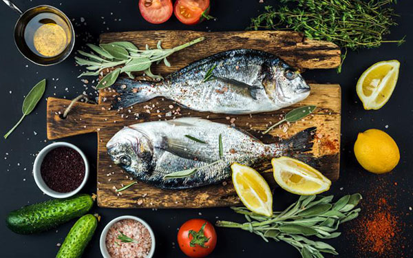 Chef enseña «el mejor condimento del mundo» para hacer pescado en casa
