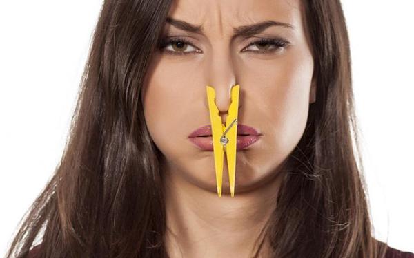 Elimina el olor de pescado de tu cocina con este truco