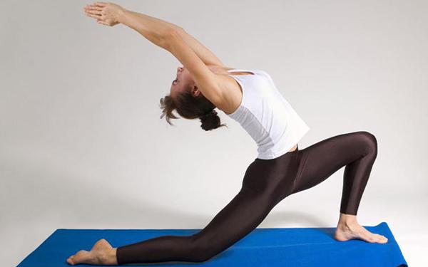5 cosas que le pasan a tu cuerpo cuando haces yoga